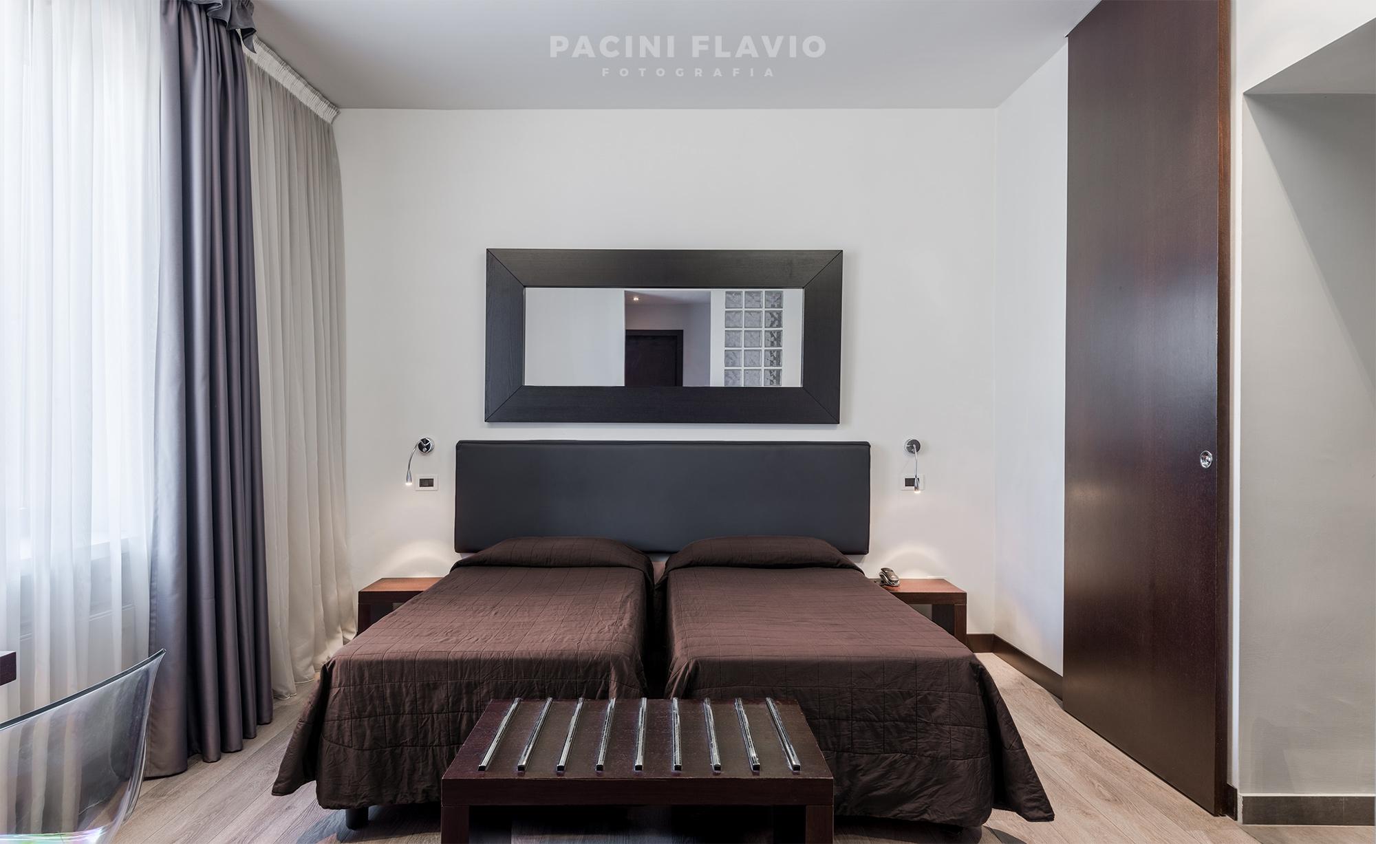 Camera d'hotel in stile moderno