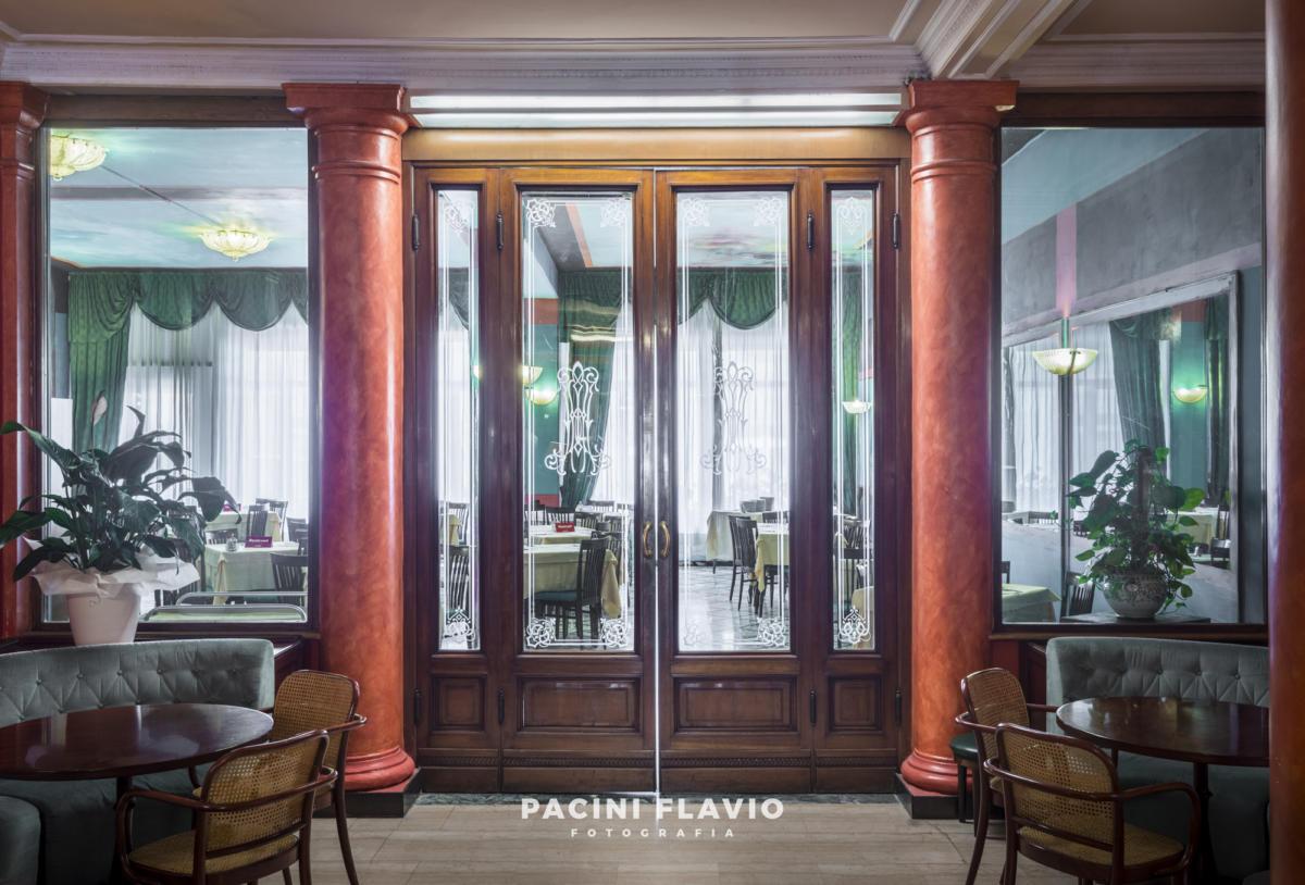 Portale a vetri di ristorante di hotel