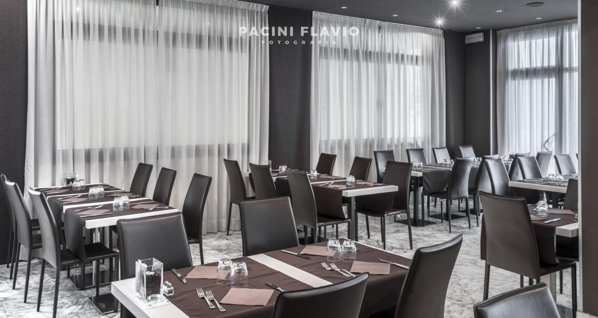 Fotografia di interni di moderno ristorante di hotel
