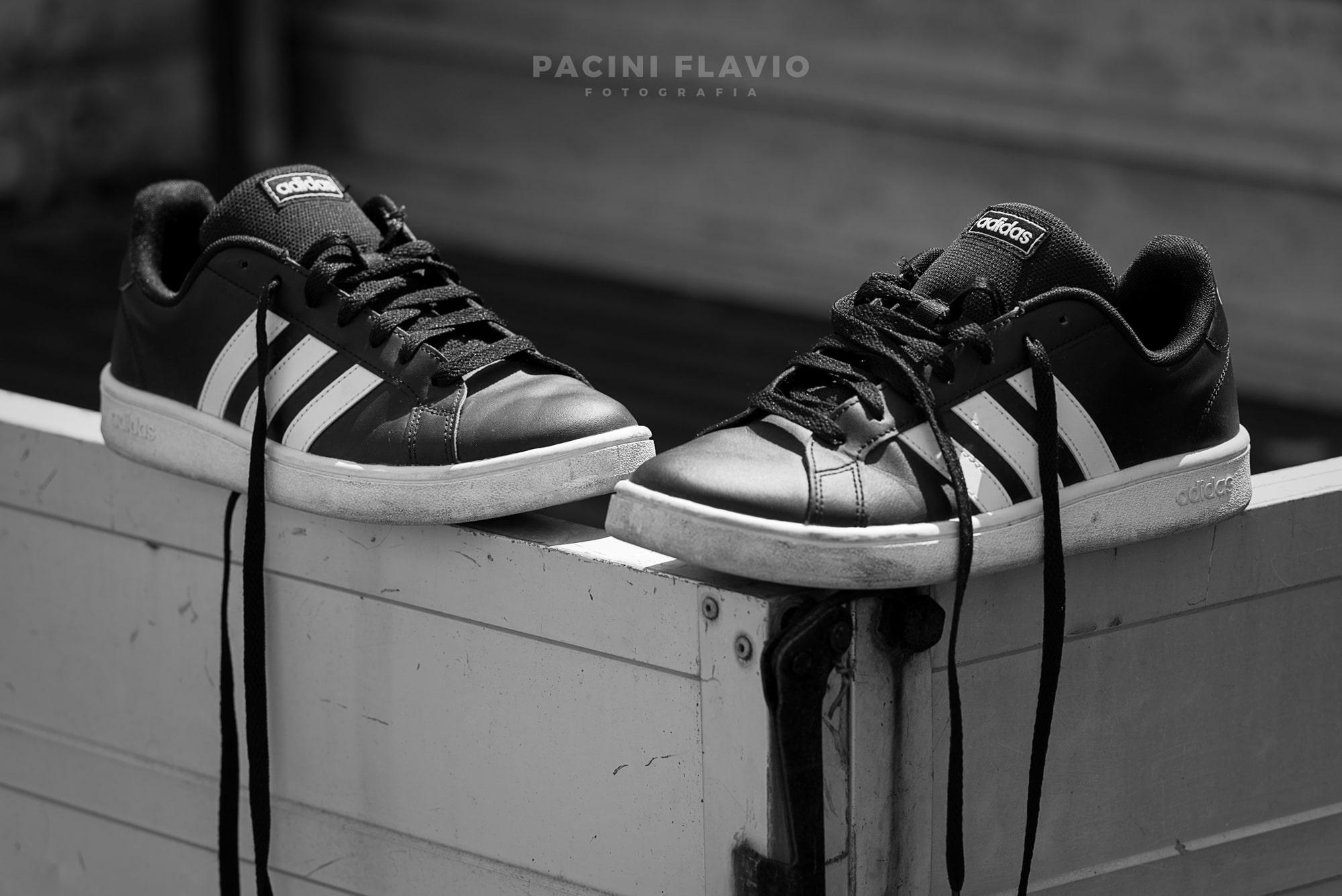 Le Adidas dopo la passeggiata