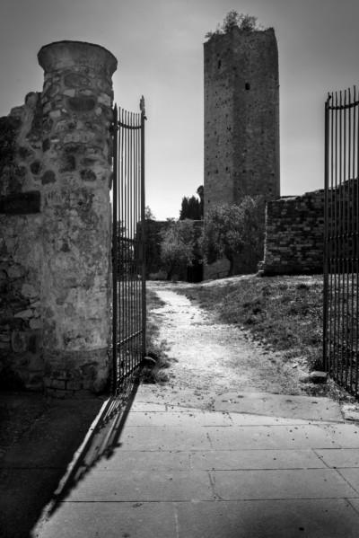 Luci e ombre medievali a Serravalle Alto