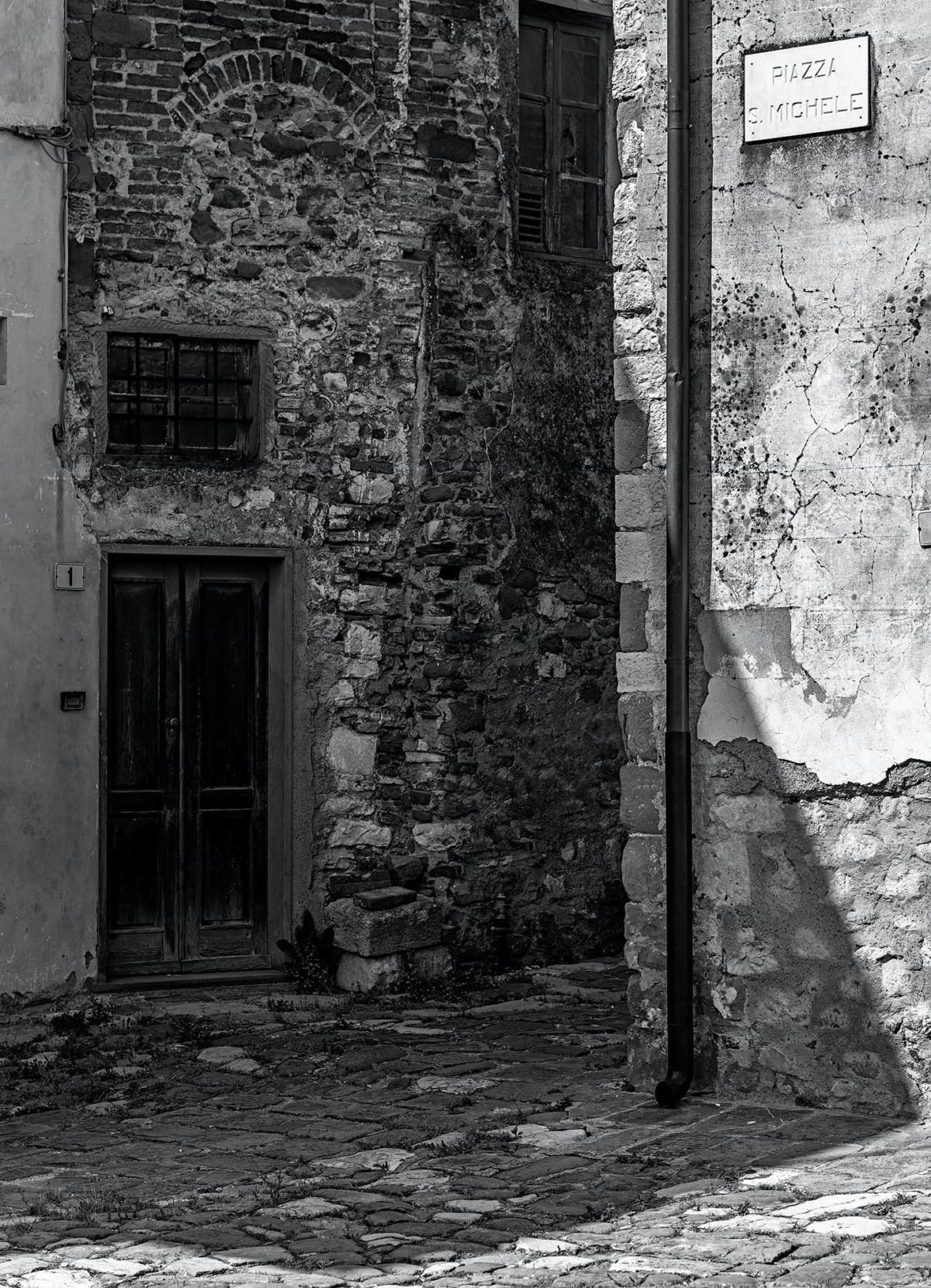 Angolo di Piazza San Michele a Serravalle Alto