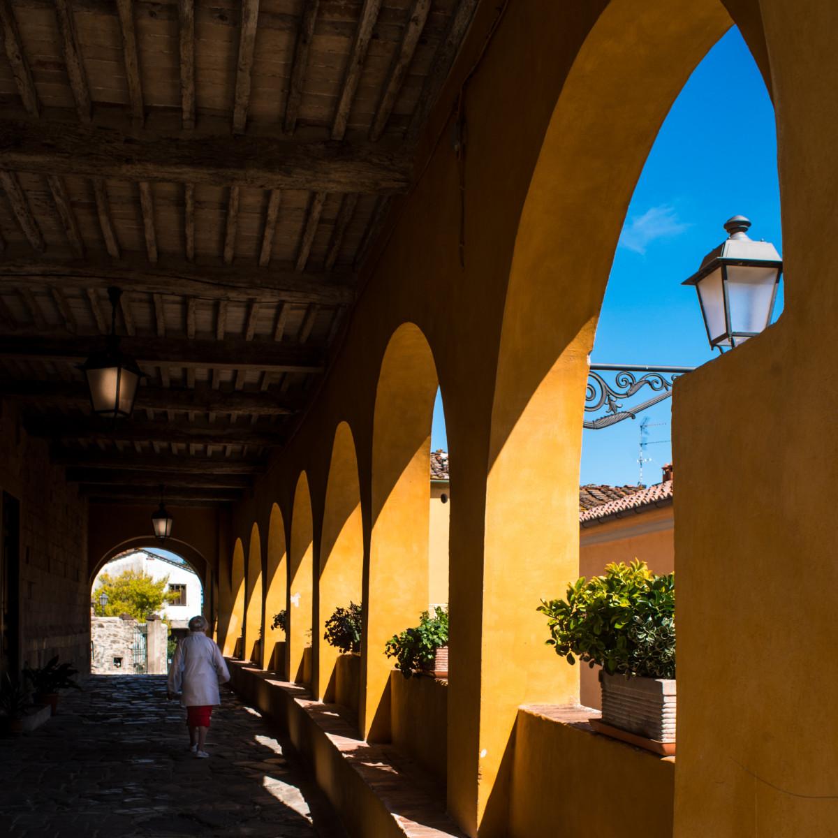 Portico a Serravalle Alto