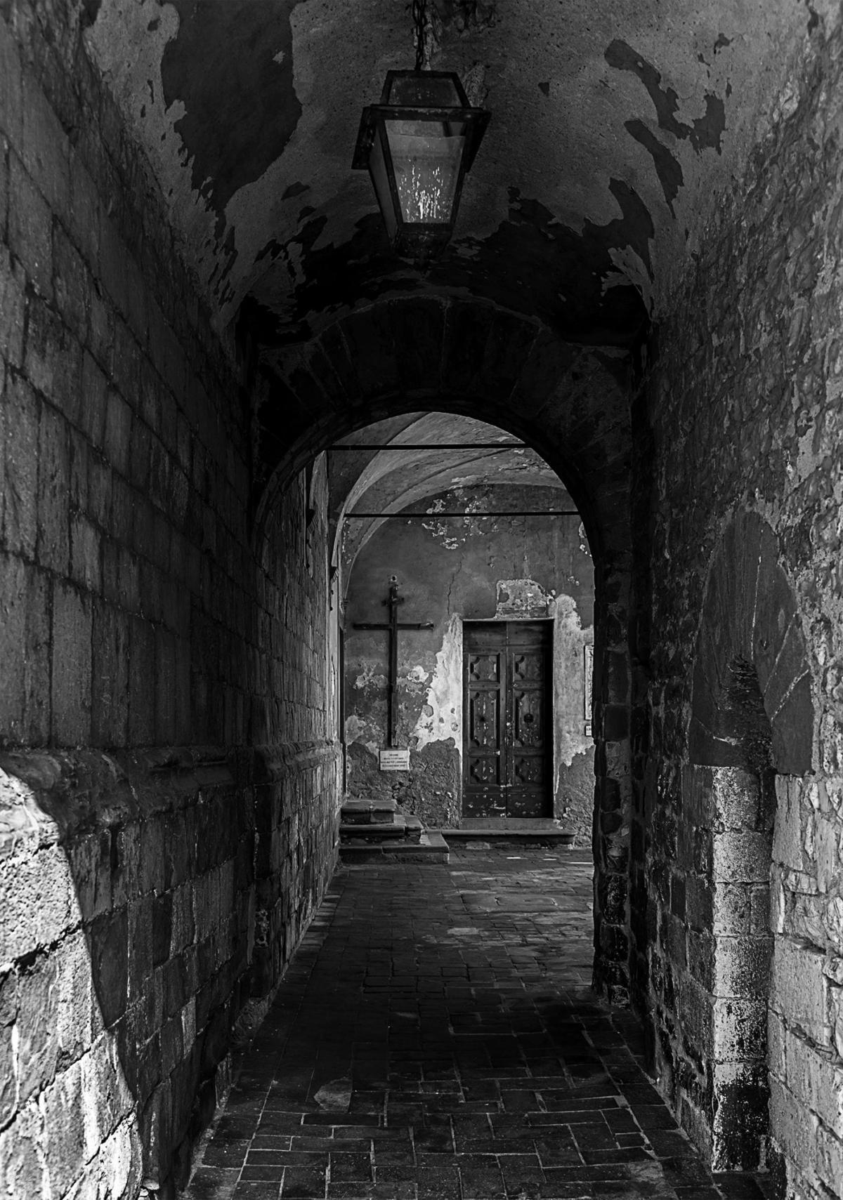 Portico di vecchia chiesa
