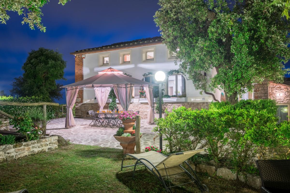 Villa San Bastiano di notte